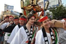 自由が丘熊野神社例大祭宵宮国際親善御輿